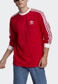adidas Originals - ADICOLOR CLASSICS TEE UNISEX - Pitkähihainen paita - scarlet - 3