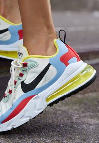 Nike Sportswear - AIR MAX 270 REACT - Sneakers - phantom/black/light blue/university red/dynamic yellow/pistachio frost - 4