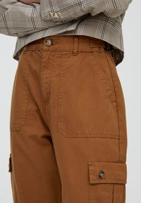 PULL&BEAR - Cargo trousers - brown - 4