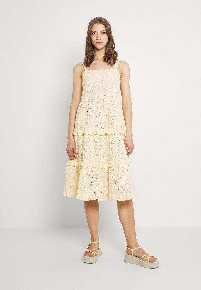 YASGEMMA STRAP MIDI DRESS  - Day dress - eggnog/marigold