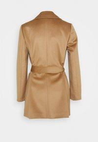 MAX&Co. - SHORTRUN - Klasický kabát - camel - 7
