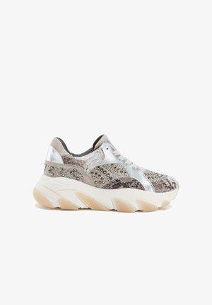 KELLU - Sneakers laag - silver