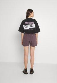 WRSTBHVR - JUNE WOMEN - Shorts - plum grey - 2