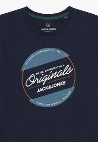 Jack & Jones Junior - JORTONNI TEE CREW NECK - T-shirts print - navy blazer - 2