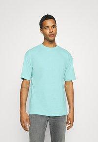 9N1M SENSE - PUFFER FISH - Print T-shirt - aruba blue - 2