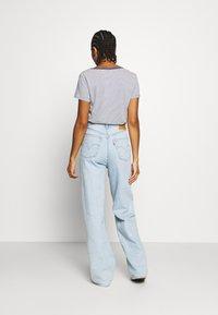 Levi's® - HIGH LOOSE - Flared jeans - light indigo - flat finish - 2