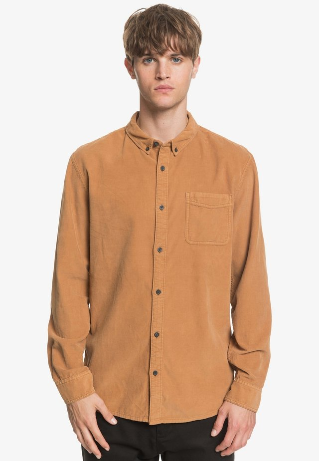 SMOKE TRAIL - Shirt - brown
