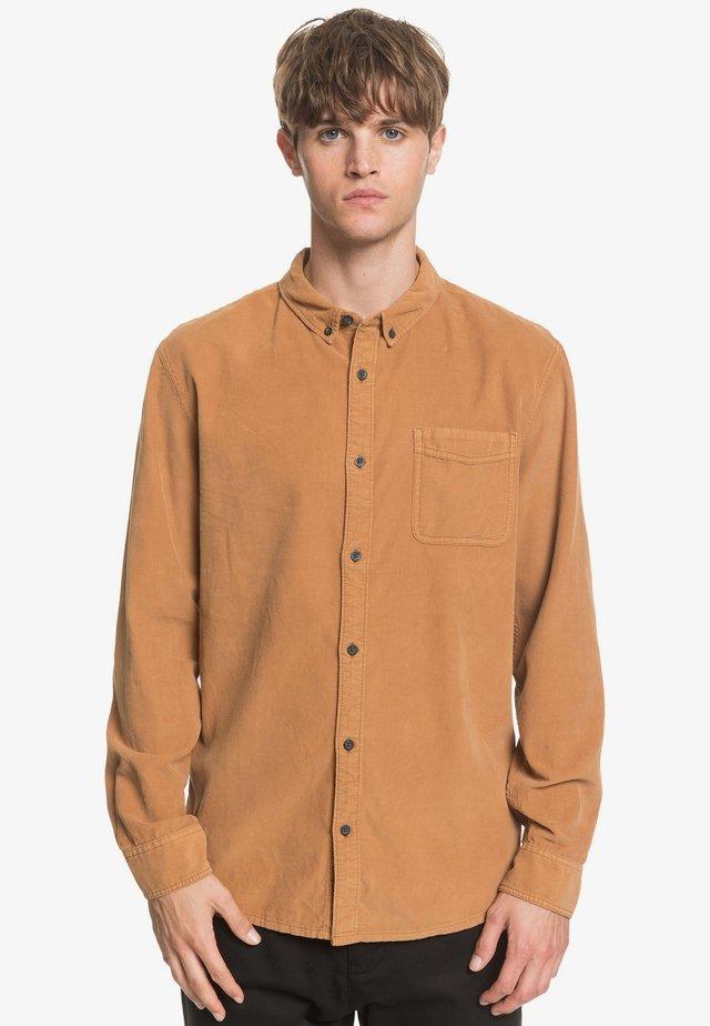 SMOKE TRAIL - Shirt - brown