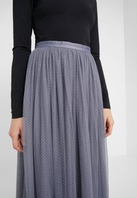 Needle & Thread - DOTTED MAXI SKIRT - Plisséskjørt - thistle blue - 4