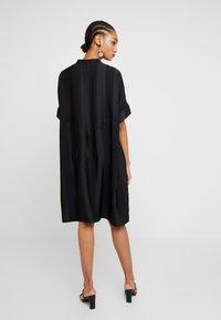 Selected Femme - SLFVIOLA OVERSIZE DRESS - Košilové šaty - black - 3