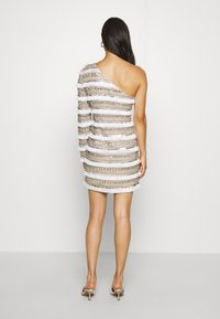 Missguided - FRINGE EMBELLISHED ONE SHOULDER MINI - Cocktailkjoler / festkjoler - white - 2