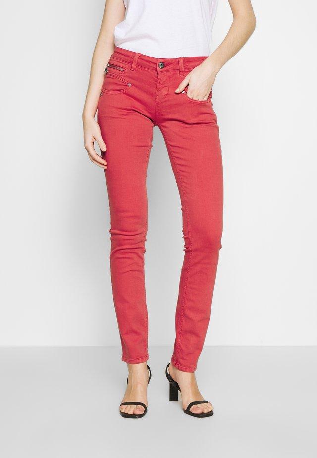 ALEXA SLIM NEW MAGIC - Kalhoty - high risk red