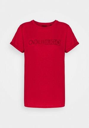 THE SLIM TEE - Camiseta estampada - medium red