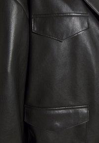 NA-KD - PATCH POCKET JACKET - Faux leather jacket - black - 6