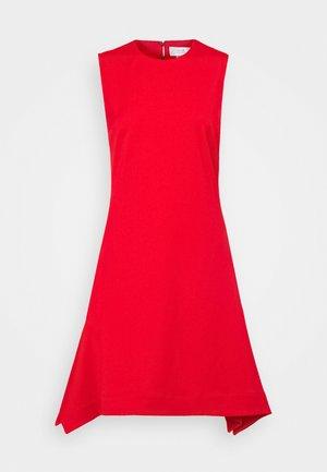 DRAWSTRING BACK FLOUNCE LIGHTWEIGHT STRETCH DRESS - Denní šaty - postbox red