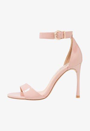 Korolliset sandaalit - nude