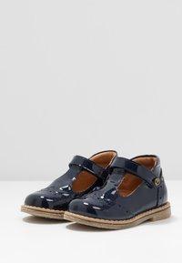 Froddo - COPER T-BAR MEDIUM FIT - Zapatos de bebé - blue - 3