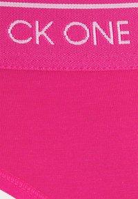 Calvin Klein Underwear - THONG AVERAGE - Tanga - party pink - 5
