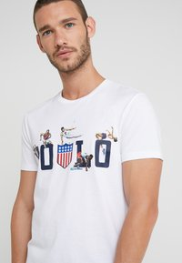 Polo Ralph Lauren - SLIM FIT - Print T-shirt - white