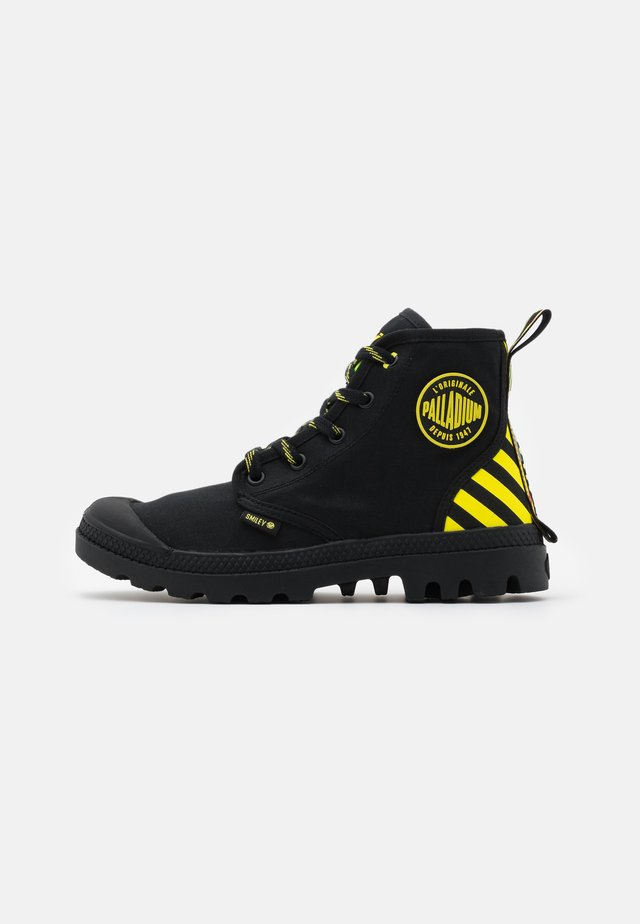 PAMPA X SMILEY - Botki sznurowane - black/yellow