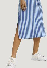 TOM TAILOR DENIM - Shirt dress - mid blue white stripe - 4