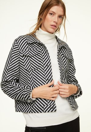 Light jacket - white zig zag stripes