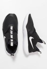 Nike Performance - FLEX RUNNER UNISEX - Juoksukenkä/neutraalit - black/white - 3