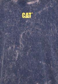 Caterpillar - BLEACHING TEE - T-shirt med print - blue - 2