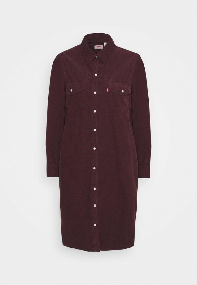 SELMA DRESS - Sukienka koszulowa - malbec