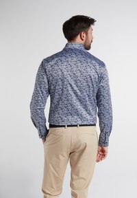 Eterna - MODERN FIT - Shirt - hellblau/marine - 1