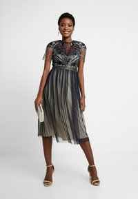 Lace & Beads - SAVANNA MIDI - Cocktail dress / Party dress - navy/cream - 2