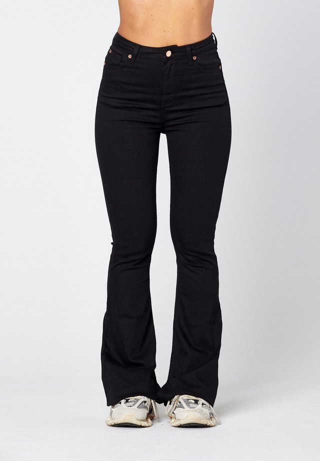 O-LIV  - Flared Jeans - black
