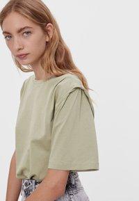 Bershka - Jednoduché triko - khaki - 3
