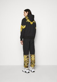Versace Jeans Couture - HEAVY PANEL BAROQ - Sweatshirt - black - 2