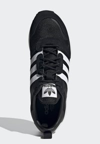 adidas Originals - SPORTS INSPIRED SHOES - Sneakers - black/white - 2