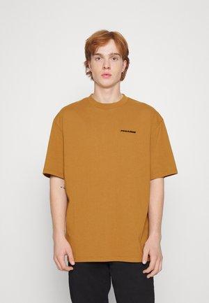 LOGO OVERSIZED TEE UNISEX - Camiseta básica - washed ginger