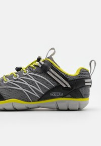 Keen - CHANDLER CNX UNISEX - Hiking shoes - steel grey/evening primrose - 5