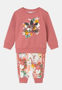 adidas Originals - SET HER LONDON ALL OVER PRINT ORIGINALS TRACKSUIT - Teplákové kalhoty - hazy rose/multicolor/black - 0