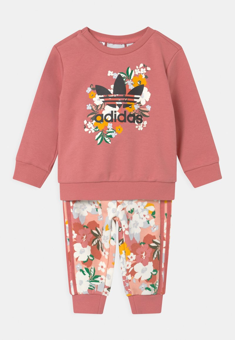 adidas Originals - SET HER LONDON ALL OVER PRINT ORIGINALS TRACKSUIT - Træningsbukser - hazy rose/multicolor/black