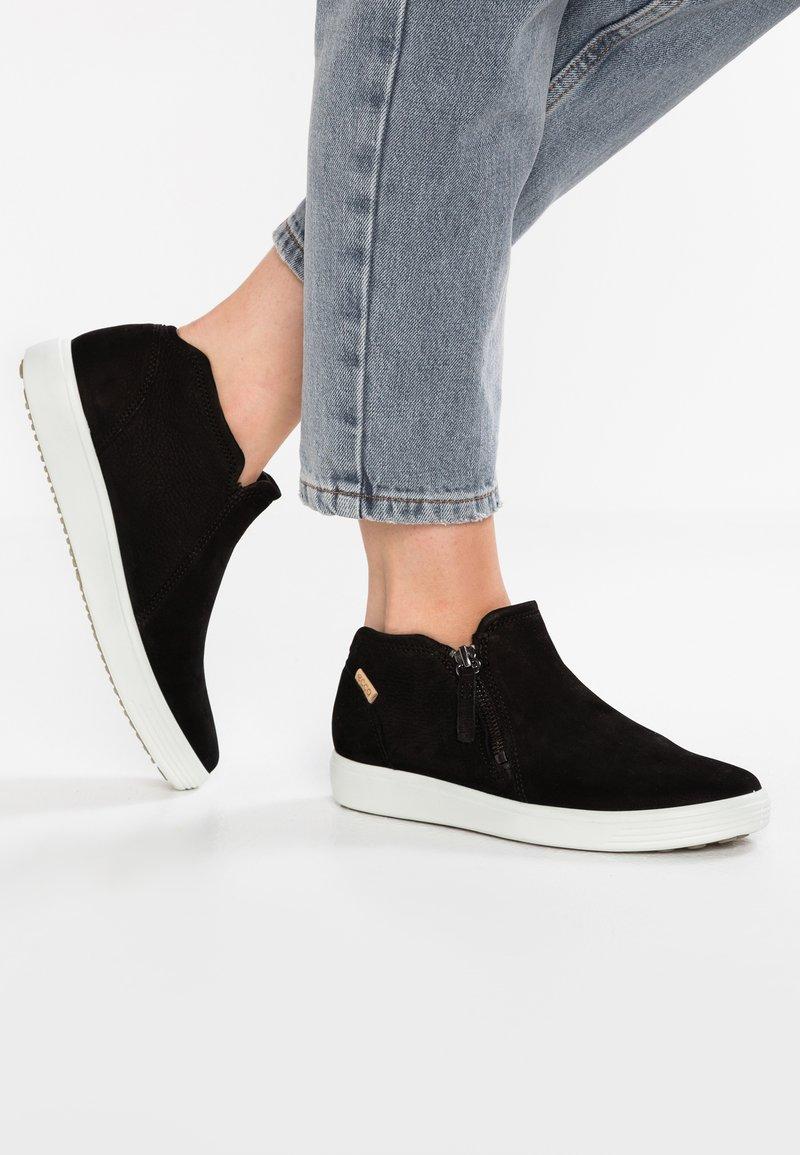 ECCO - SOFT  - Sneakersy niskie - black/powder