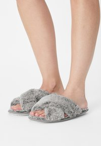 Loungeable - FROSTED FLUFFY CROSSOVER - Tohvelit - grey - 0