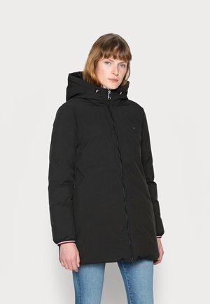 REVERSIBLE PADDED COAT - Płaszcz zimowy - black