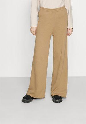 EASY ORGANIC FRENCH TERRY - Spodnie materiałowe - tigers eye