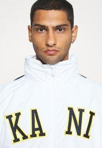 Karl Kani - COLLEGE BLOCK WINDRUNNER - Summer jacket - white - 3