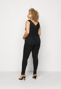Pieces Curve - PCDELLY - Jeans Skinny Fit - black - 2