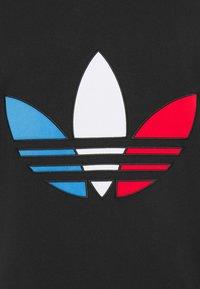 adidas Originals - TRICOL TEE UNISEX - Camiseta estampada - black - 6
