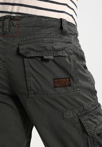 Alpha Industries - JET - Pantaloni cargo - grey/black - 4