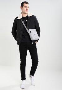 Armani Exchange - T-shirt z nadrukiem - black - 1