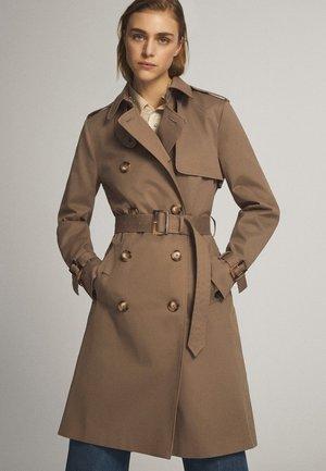 Trenchcoat - brown