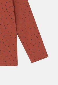 Noppies - BABY REVERSIBLE BONNY UNISEX - Vest - spicy ginger - 3